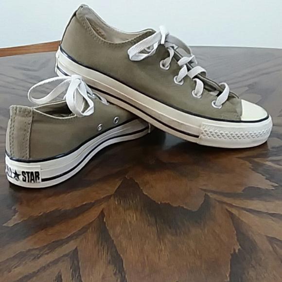 Converse tennis shoes size 6